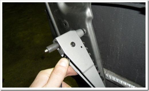 Как снять заклепку: инструмент, видео, фото