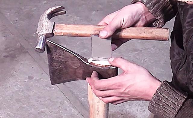 Как насадить и закрепить топор на топорище правильно своими руками