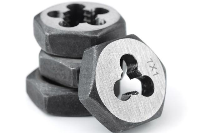 Плашка для нарезания резьбы: виды, предназначение, способы нарезки