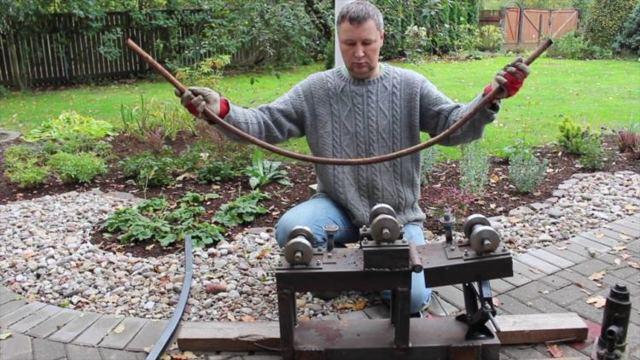 Как согнуть трубу без трубогиба своими руками, видео